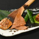 これだけで日本酒がするするいけてしまう「焼き味噌と蕎麦味噌食べ比べ」(120B)。風味や食感の違いを楽しんで
