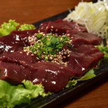日本では食べられない新鮮生レバー!