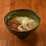 最後に味わうのに丁度いい量の鶏そば(180B)。炙った自家製鶏ハムもいいアクセント