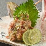 近海モノのアジで仕上げたなめろうは、日本酒や焼酎がよく進む。