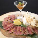 塩釜ローストビーフ(780B)は同店の名物料理。生のまま仕入れた近江牛を低温熟成し、旨味を最大限に引き出した逸品