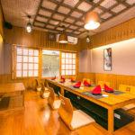 デート向けの2名で使える小個室や接待用の完全個室、宴会に最適な大部屋まで、多種多様なニーズに応える個室を完備。2階に増設した個室4部屋は、3部屋をつなげて最大22名で利用可能
