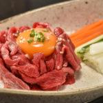 赤身の魅力を前面に押し出した和牛ユッケ(290B)。肉質のよさが伝わってくる
