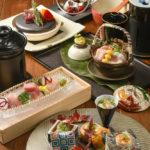 写真は天翔葵コース(8品2,500B)趣向を凝らした料理を少しずつ、たくさん味わえる(コース内容は季節ごとに変更)