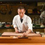 細部にまで目を配り、最良のタイミングで最高の寿司を提供。温かなもてなしに心も和む